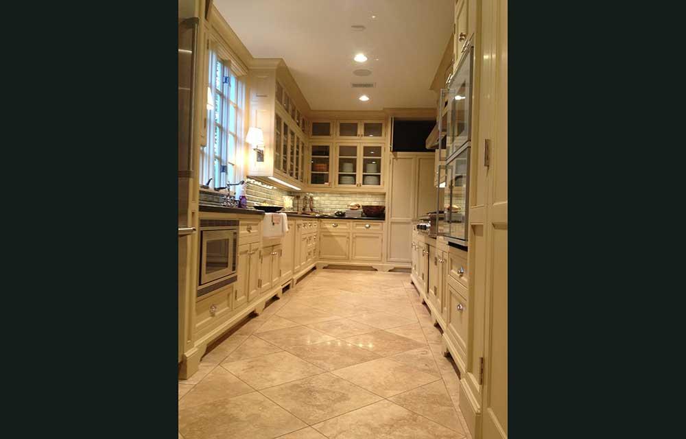4-3244-kitchen.jpg