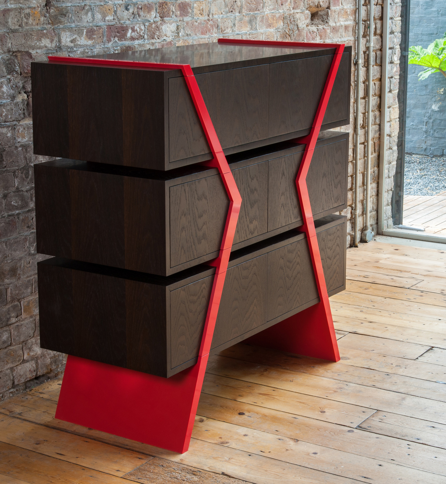 Pop/Deco 6 Drawer Chest - Push to open and soft close drawers.