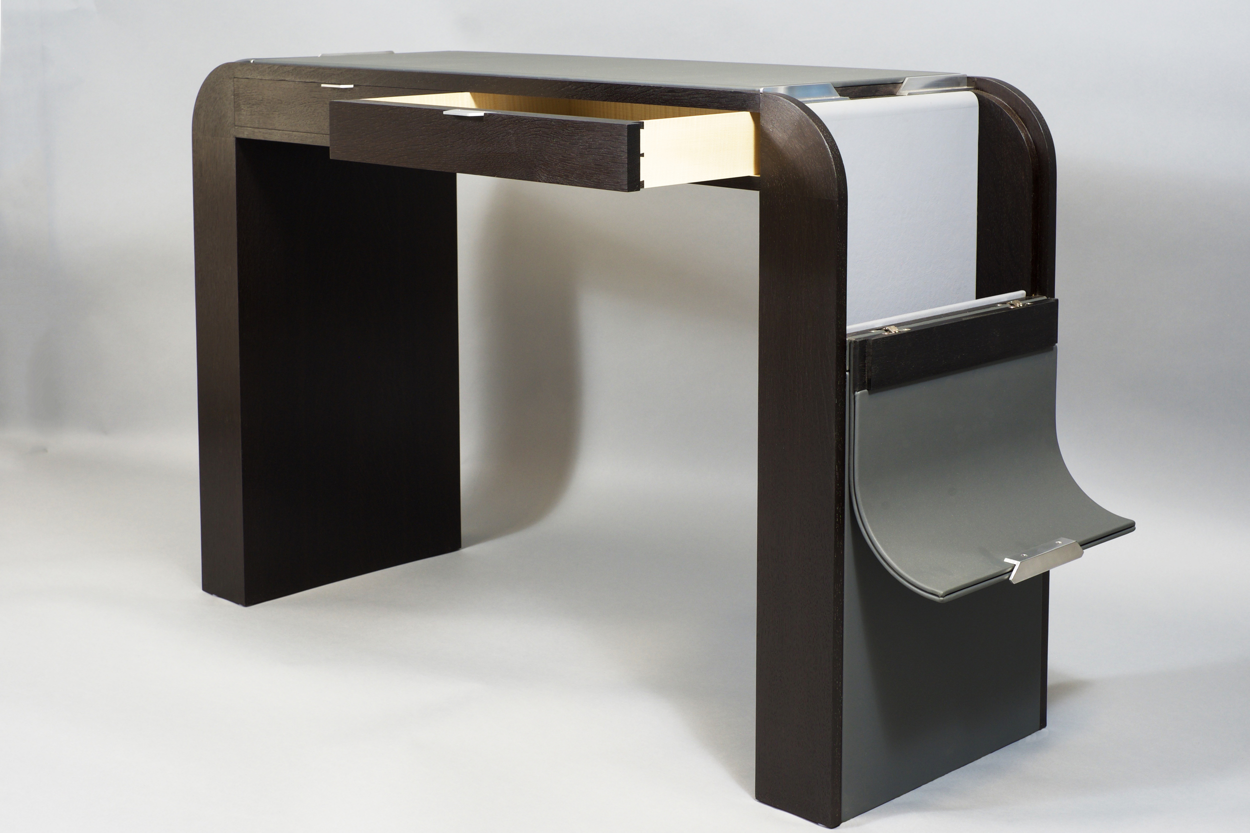 Desk_open_near.jpg