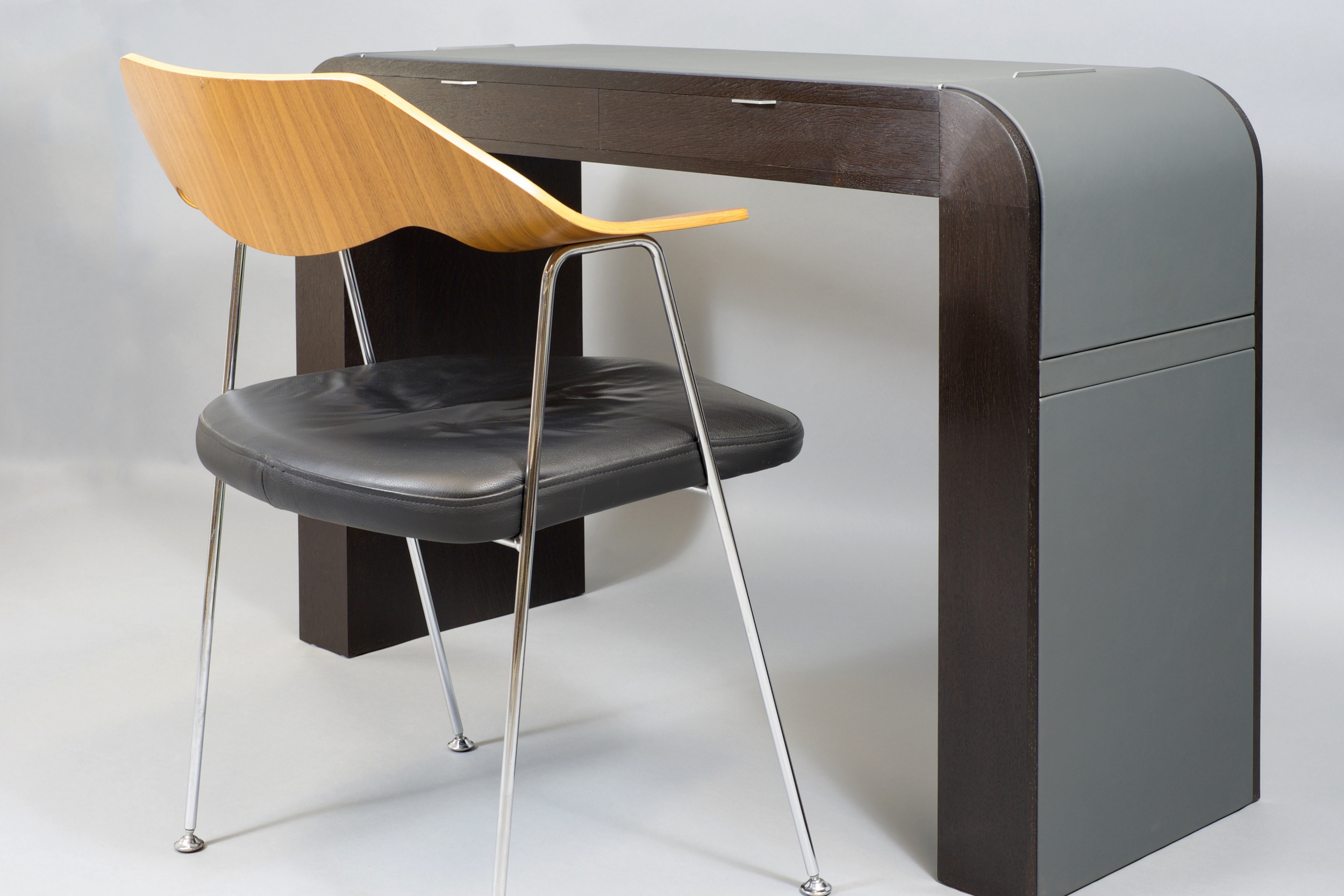 Desk_with_Chair.jpg