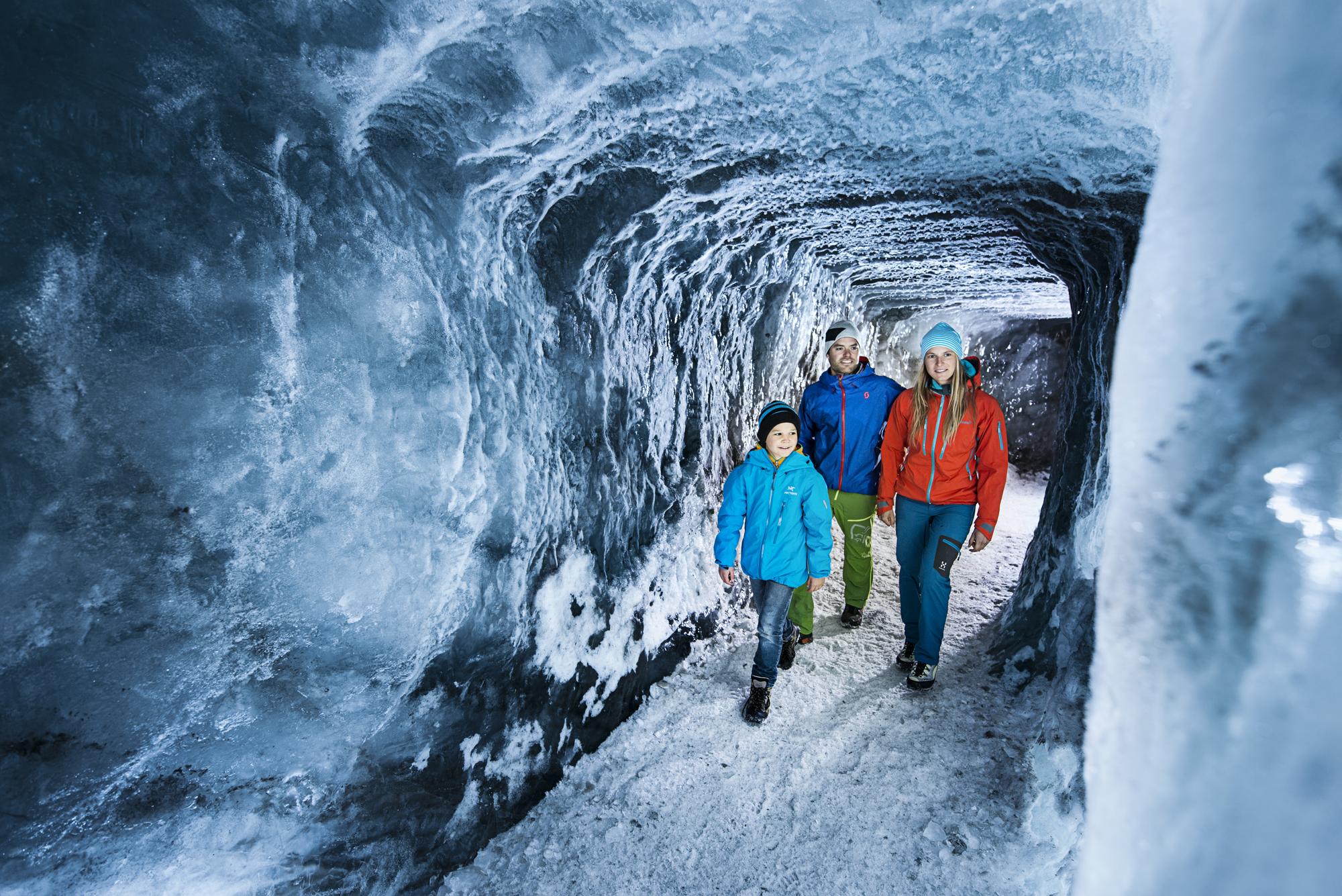 eisgrotte-stubaier-gletscher--stubaier-gletscher-andre-schoenherr.jpg
