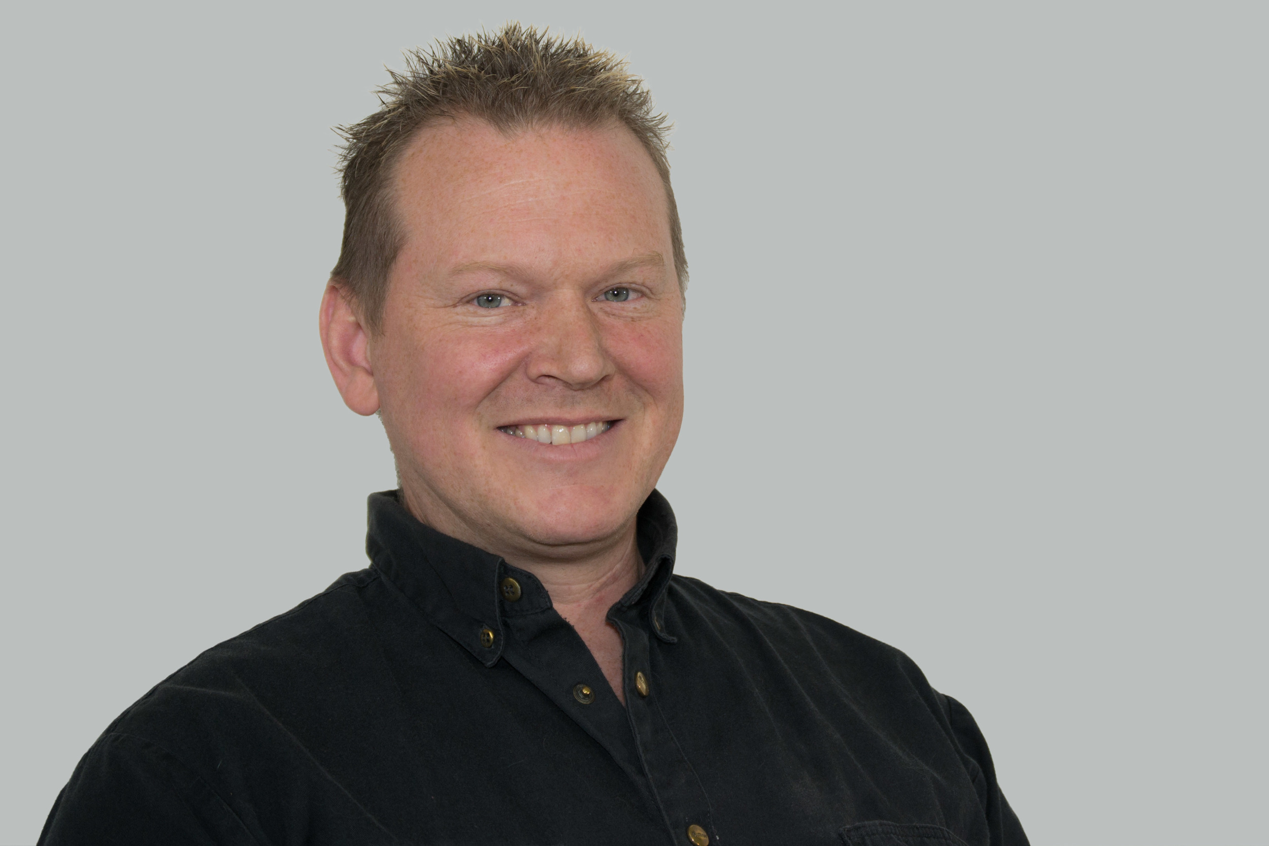 Pascal Carriot   Chef und Inhaber,     Autolackierer mit Fähigkeitszeugnis   Lieblingsfarbe: Orange & Schwarz Hobbies: Motorrad-Touren, Skifahren