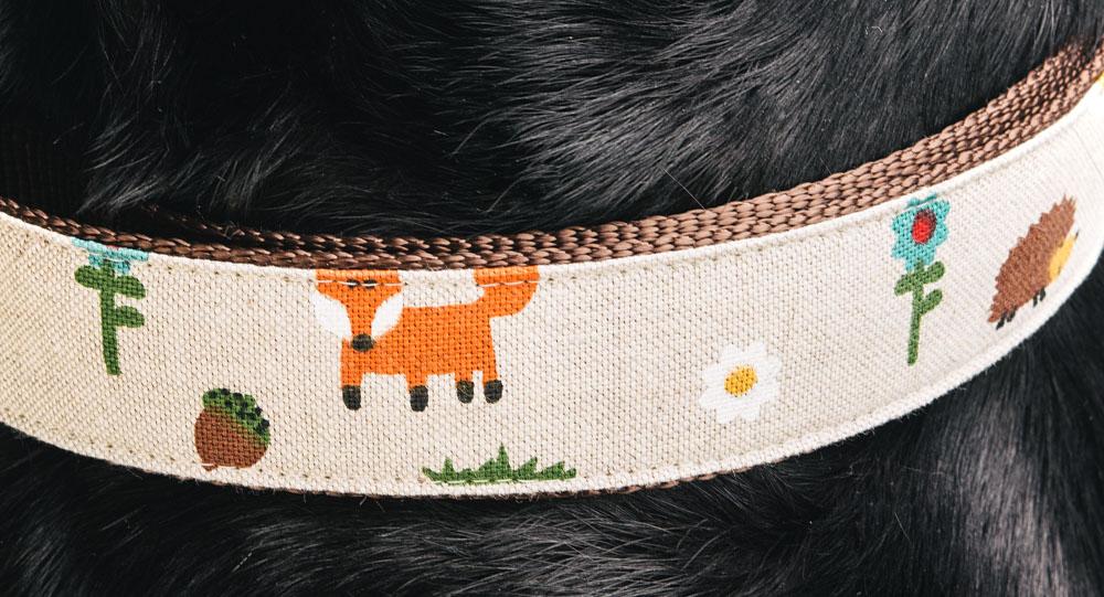 """Das Dekor """"Fuchs und Hase"""" in der Nahaufnahme."""