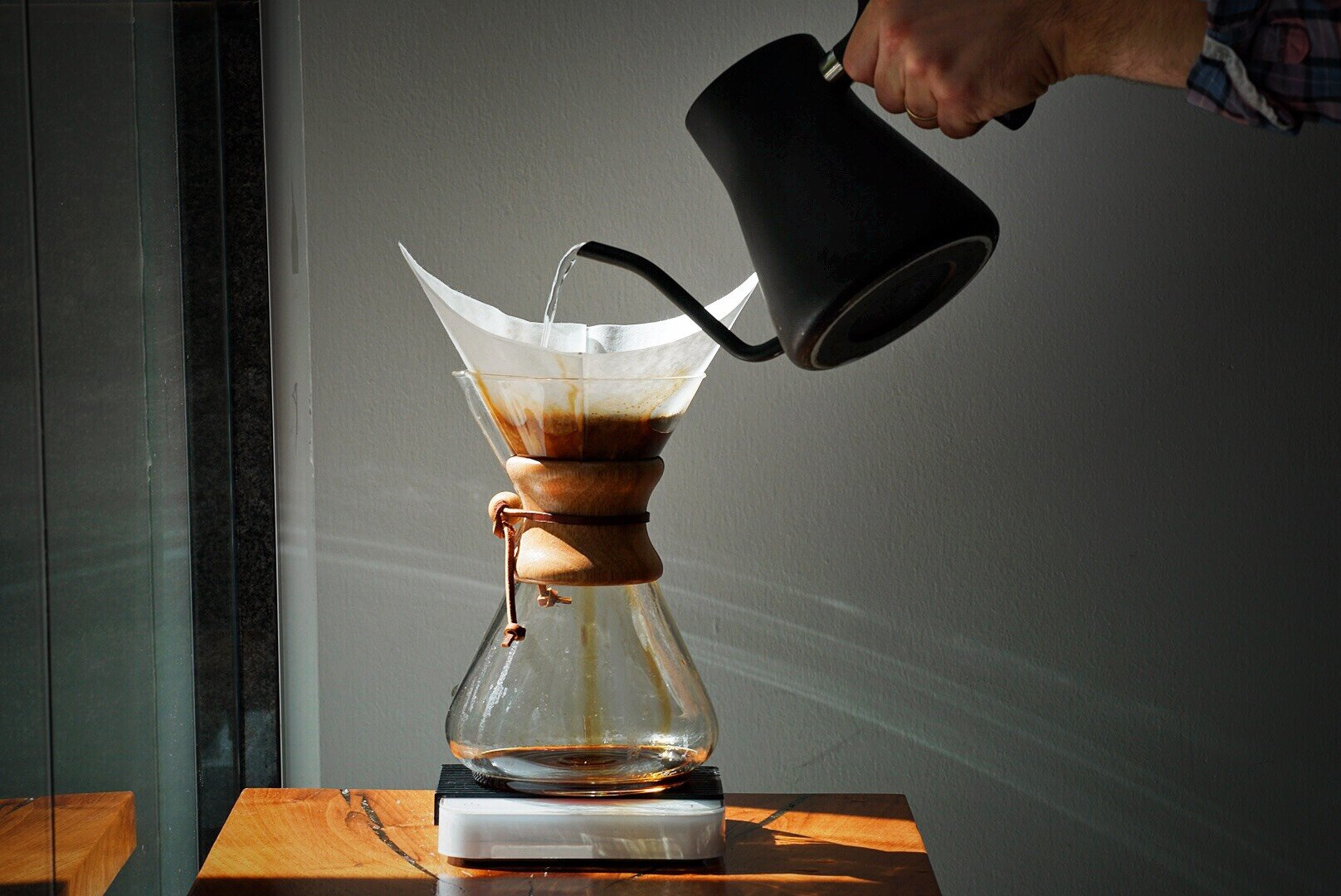 Brewing a 10 Cup Chemex with a Stagg Kettle and Acaia Pearl Scale