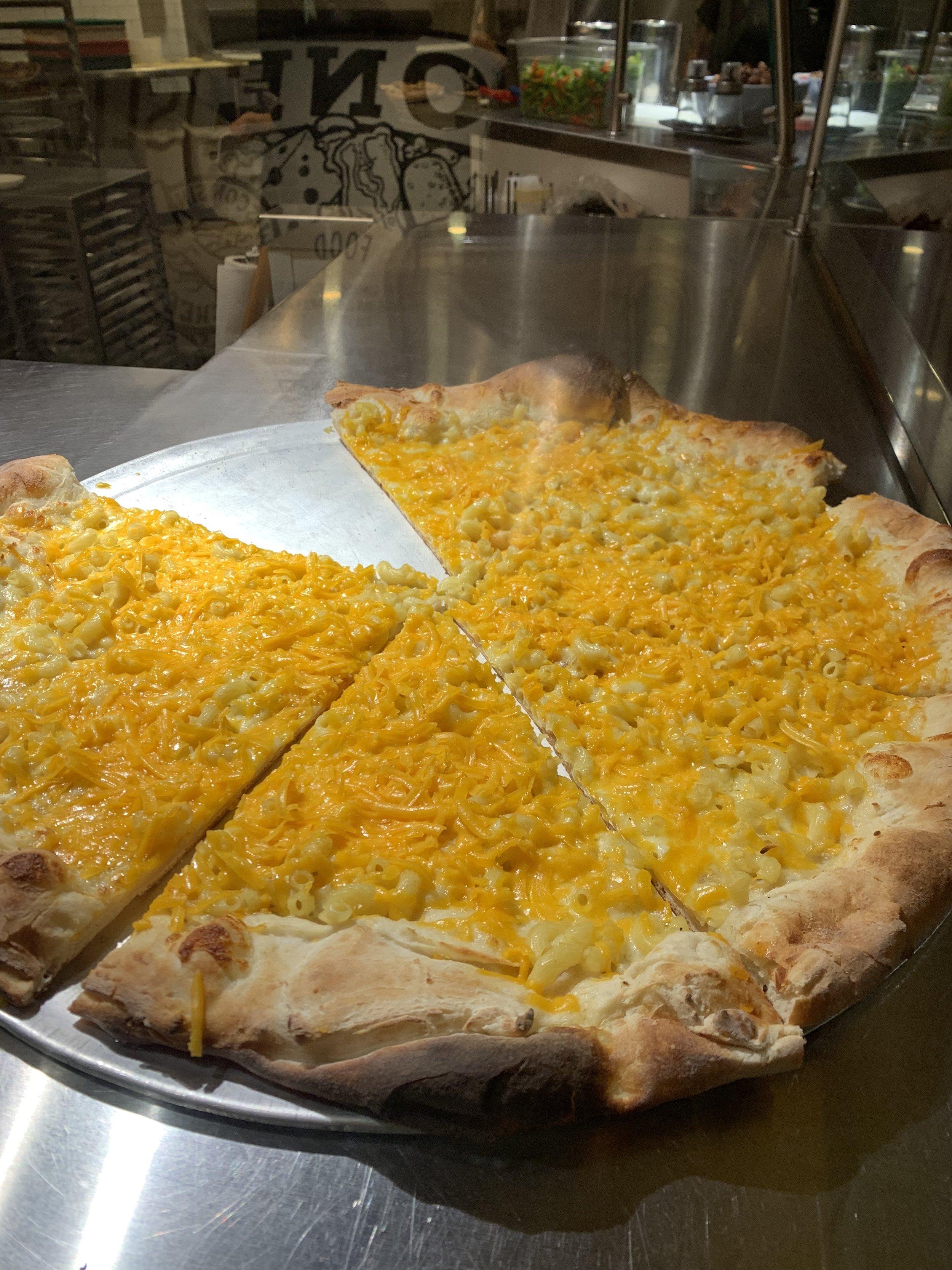 Mac N Cheese pizza?!? Yes!