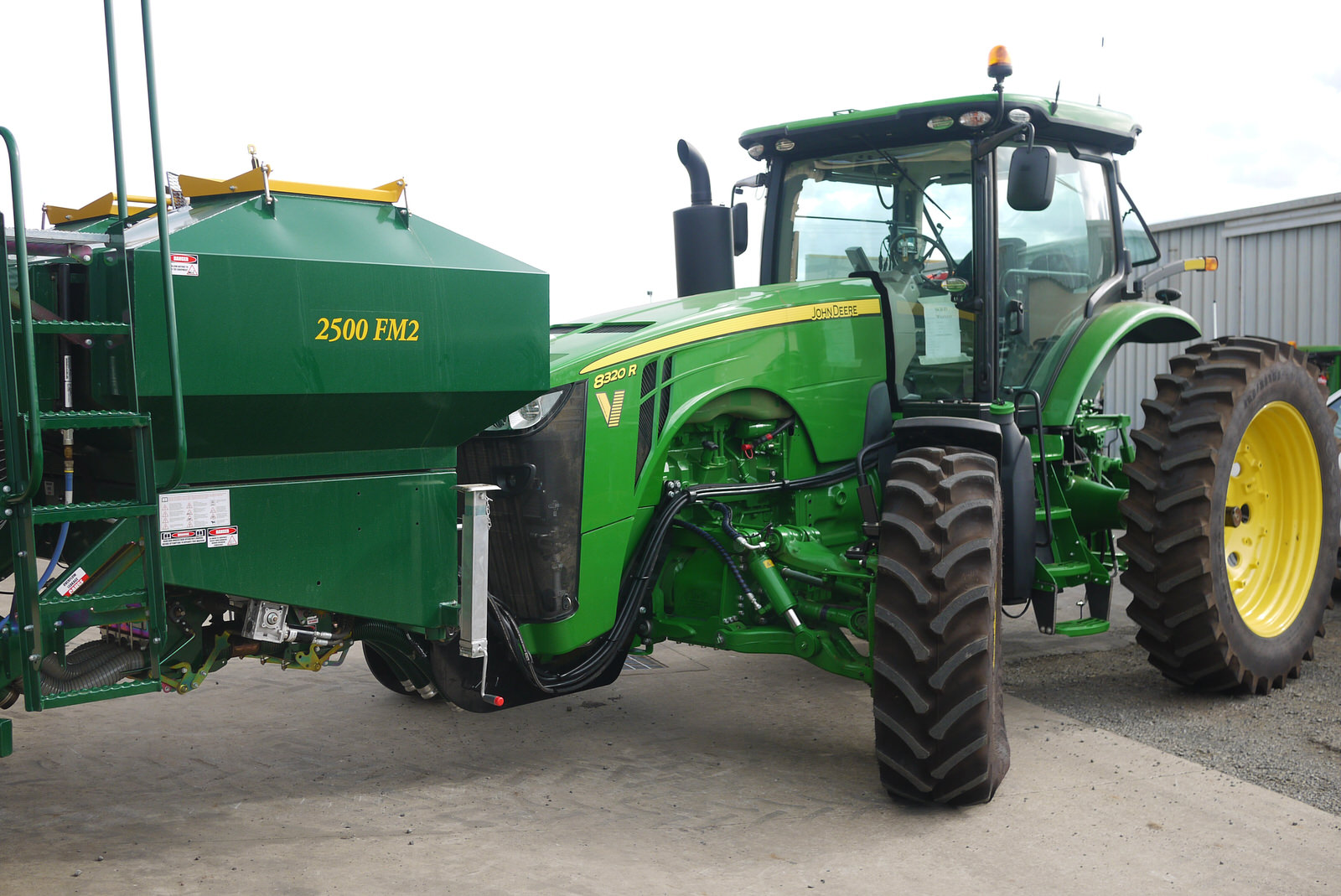 this 8320R on 3m can now carry weight on the front without damaging the hub/planetary assembly