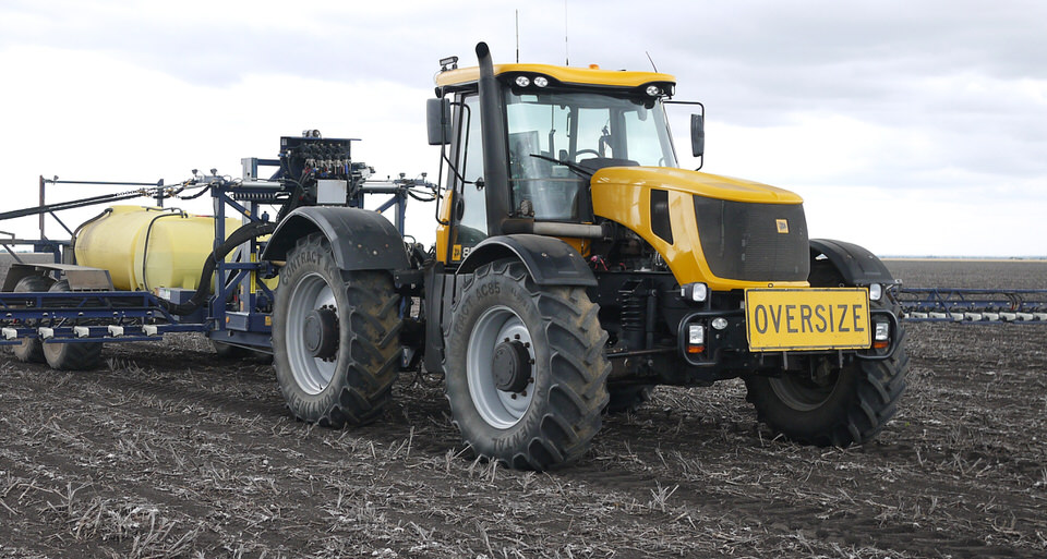 Widetract kiT gives JCB tractors strength on 3m centres