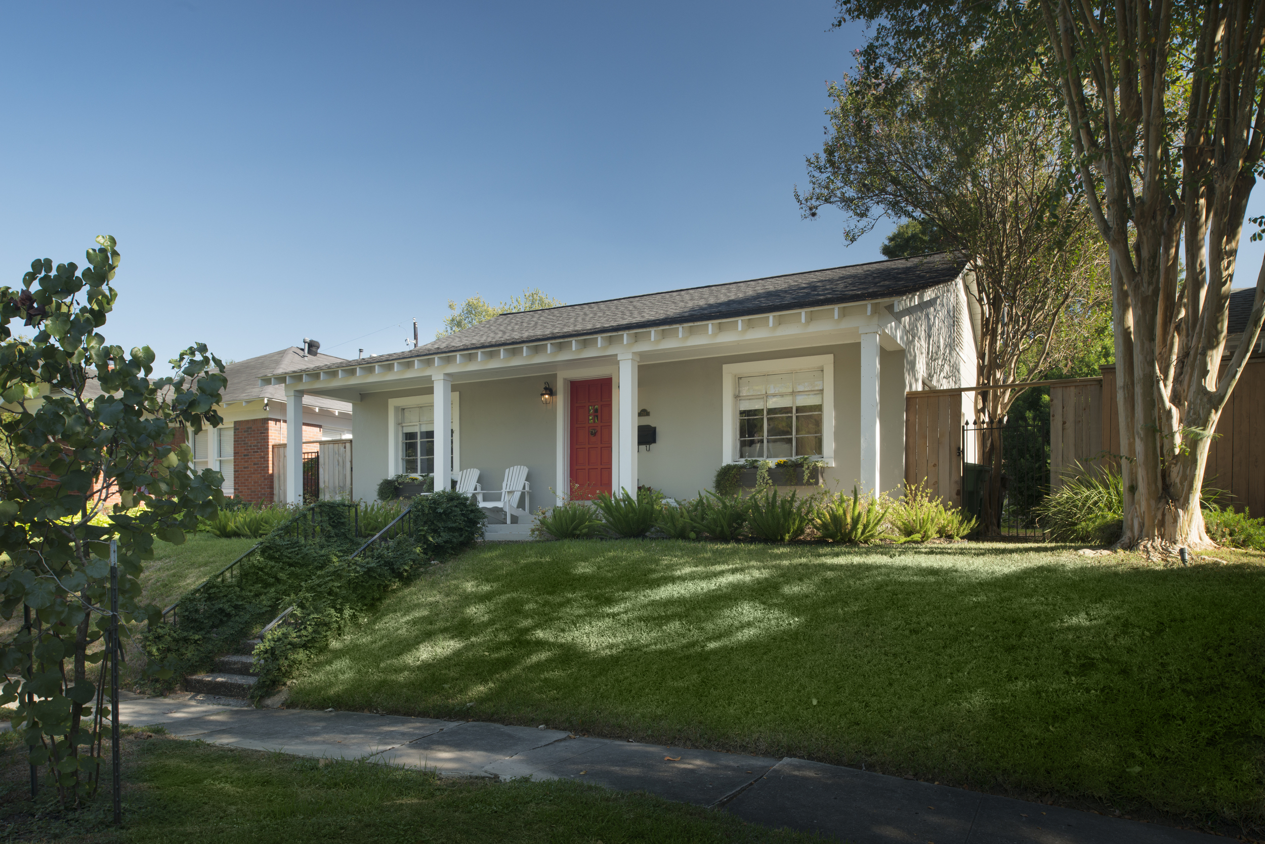 734 Usener: 2-1 bungalow updated in 2014 with pre-existing back porch addition converted to office and half bath.