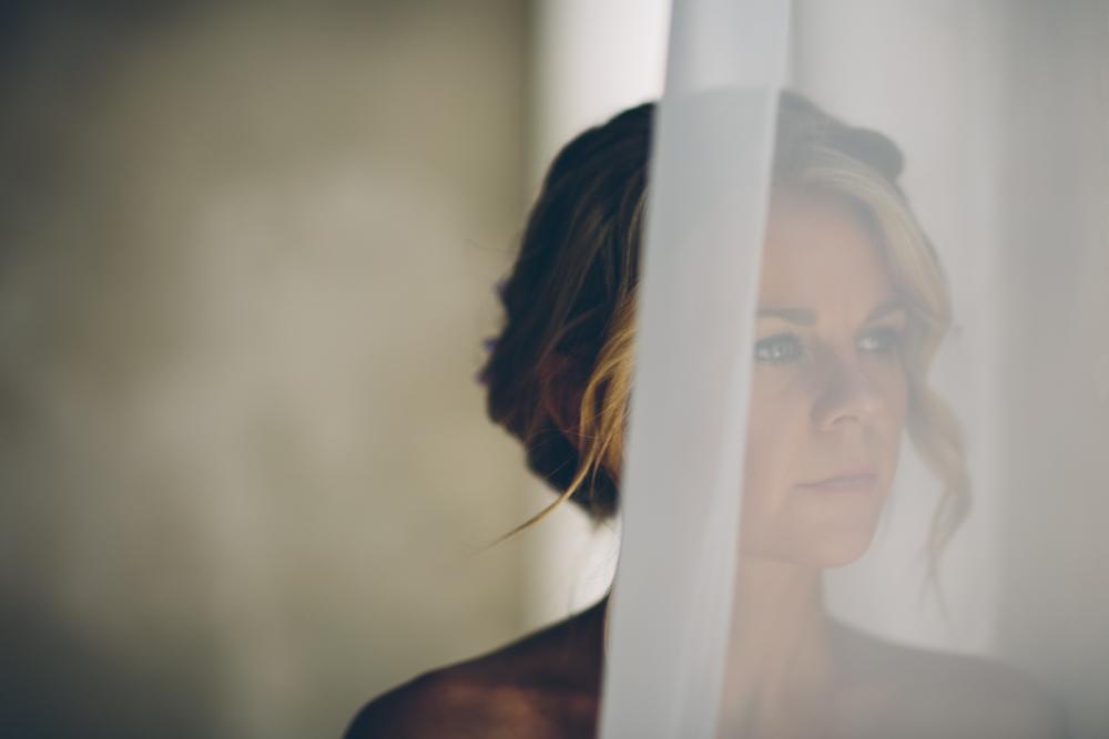 Lindsey Buckles Bridals Web0002.jpg