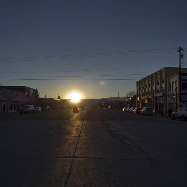 passing through a #gunnison #sunset . . . . . #daftcity #colorado #colorfulcolorado #streetphotography #storyofthestreet  #agameoftones #lensculturestreets #magnumphotos #artofvisuals #phroommagazine  #ihaveathingforshadows  #architecturephotography  #townscape #travelgram #wanderlust  #paradisexmagazine  #somewheremagazine  #americana #westerntown #gowest #mainstreet #oldwest #sunsetporn #lastlight #awesomeearth #naturelovers #beautifuldestinations #landscapephotography