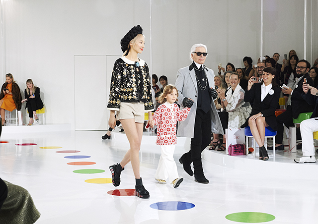Lagerfeld shows Chanel Cruise 2016 collection in Seoul