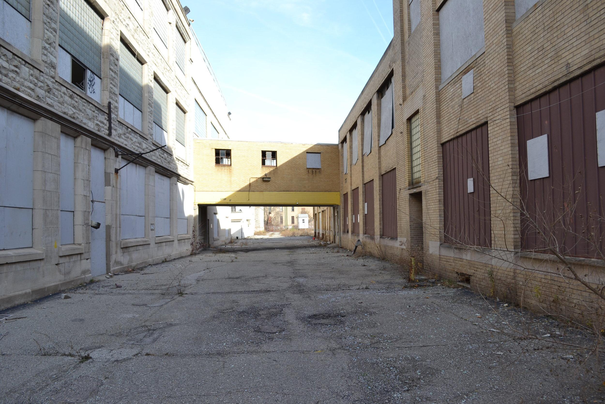 109 Glendale alley 2.JPG