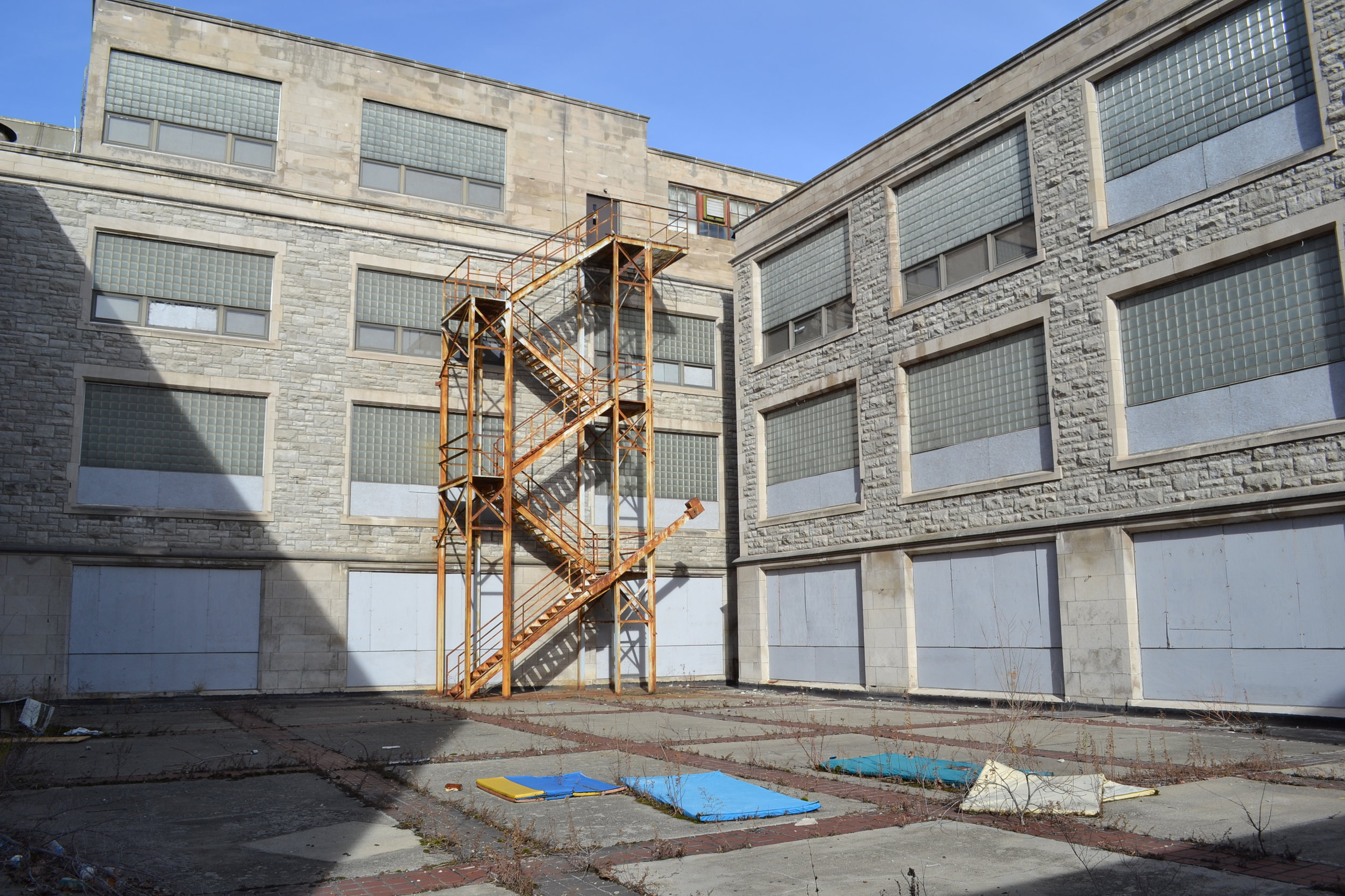 109 Glendale West Courtyard.JPG