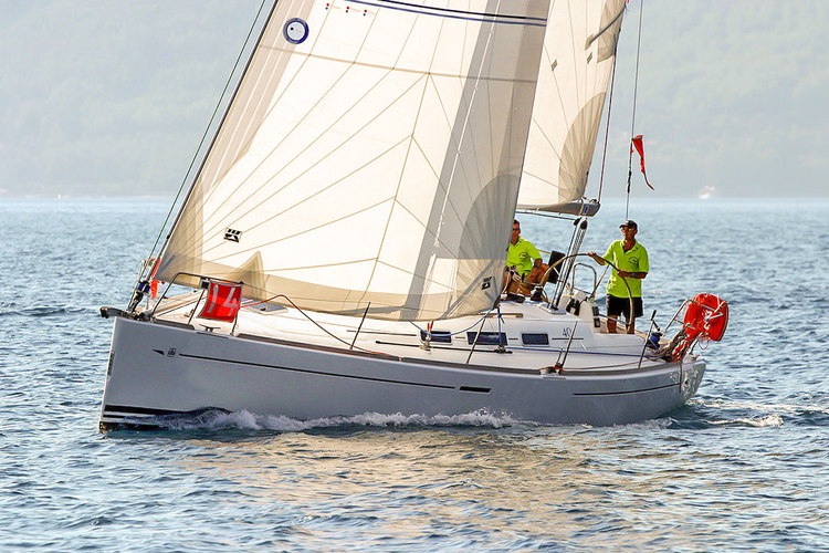 Radial Dacron Passagemaker roller-furling genoa. The Passagemaker's standard features are a foam luff for better reefing and furling, reefing reinforcements on the foot and leech and UV covers on the foot and leech.