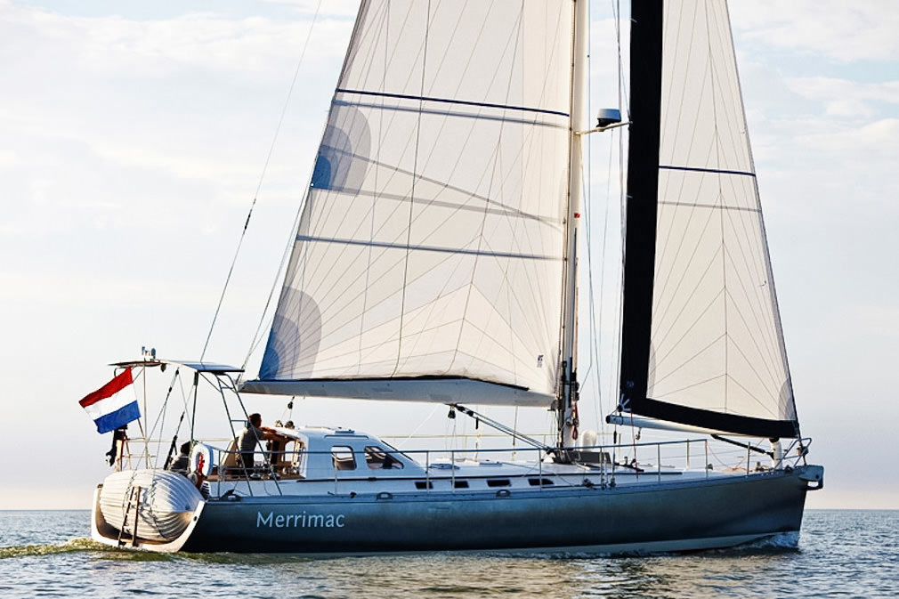 A 55 foot world cruiser with tri-radial Hydra Net® mainsail and roller-furling genoa.