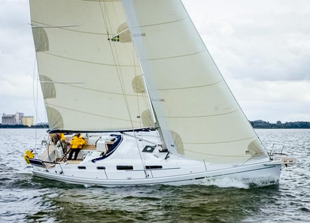 Polyester Flex mainsail and non-overlapping cruising genoa.