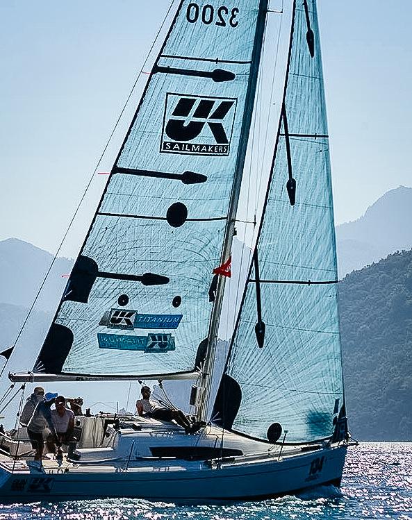 UK Sailmakers Vertical Battens SunFast 3200 TT Blue