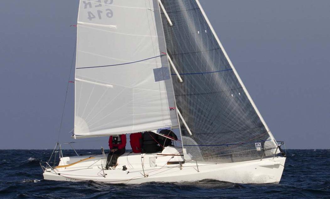 PIKE sailing upwind with her radial-cornered dacron main and Technora Titanium jib.