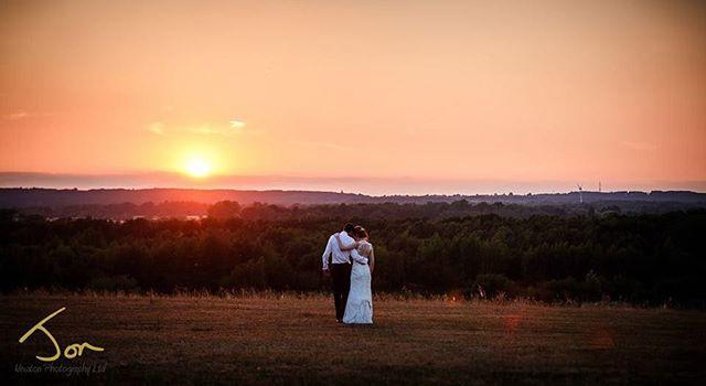 Sunset romance in Nottinghamshire @goosedaleofficial #sunset #weddingsunset #nottinghamweddingphotographer #creativeweddingphotography #lovethesun