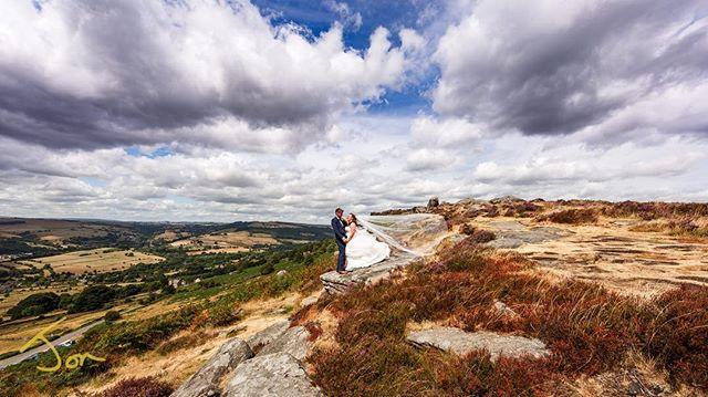 Beautiful Curbar Edge, Derbyshire. A great location Landscape Wedding Portraiture. #weddinglandscape #derbyshireweddings #derbyshireweddingphotographer #curbaredge