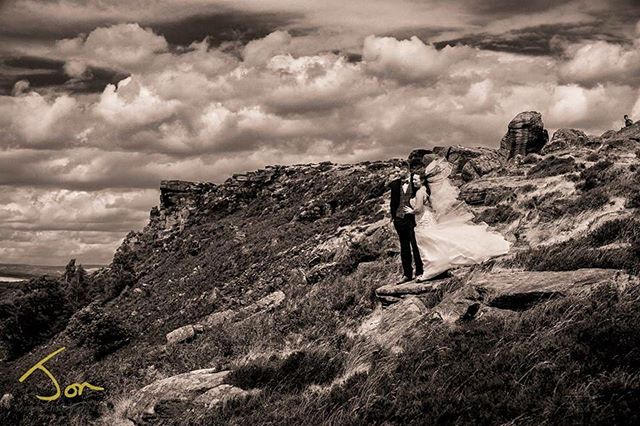 A blustery day for a wedding in Derbyshire #weddingphotography #weddingphotographer #derbyshireweddings #curbaredge