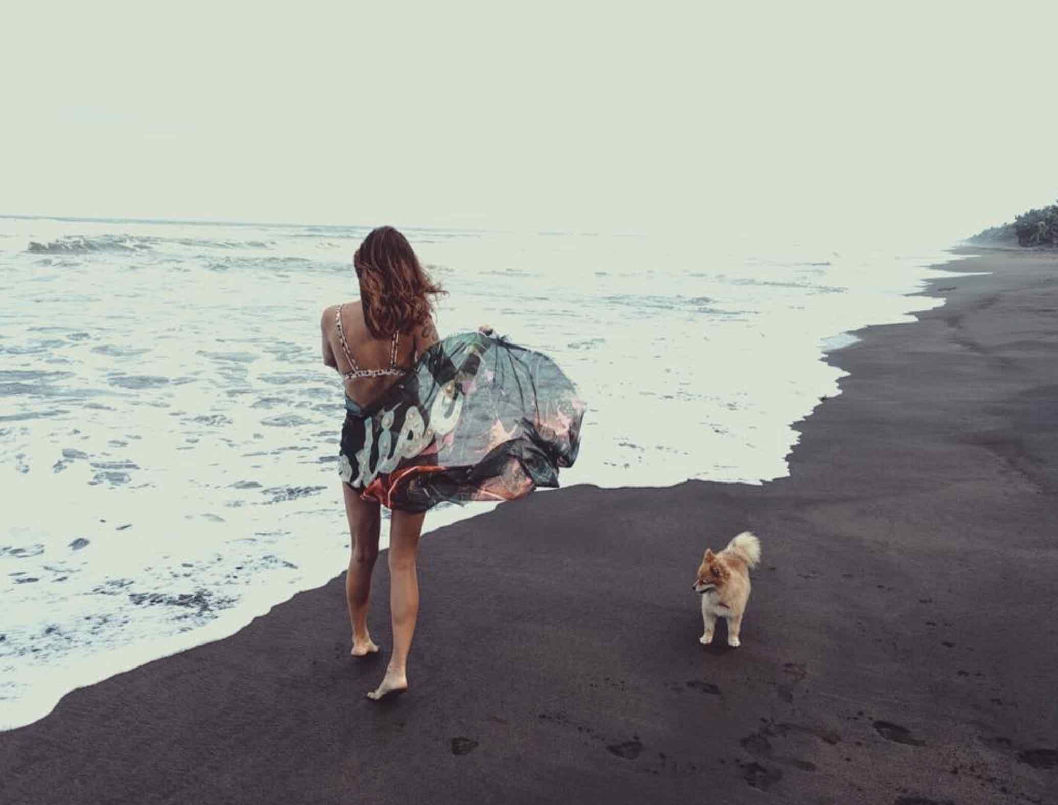 paradisxe isd where i am . scarf. beach . maialamuse.jpg
