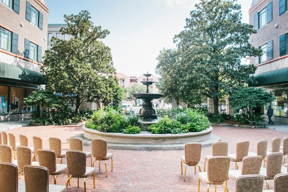 charleston-wedding-outdoor-ceremony-at-charleston-place-hotel
