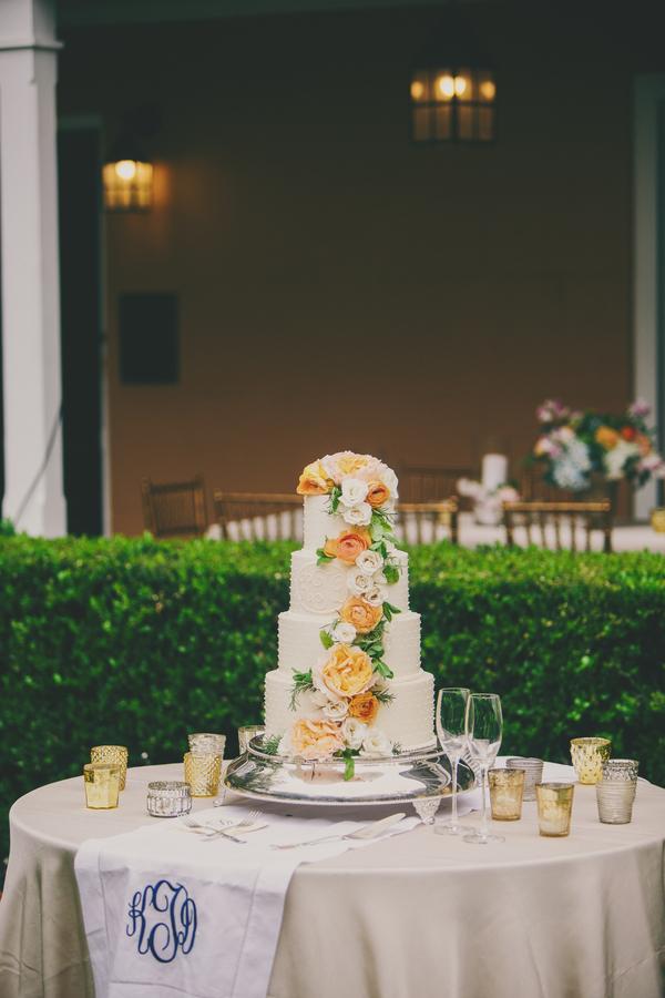 Charleston wedding cake by Ashley Bakery at Thomas Bennett House by Hyer Images