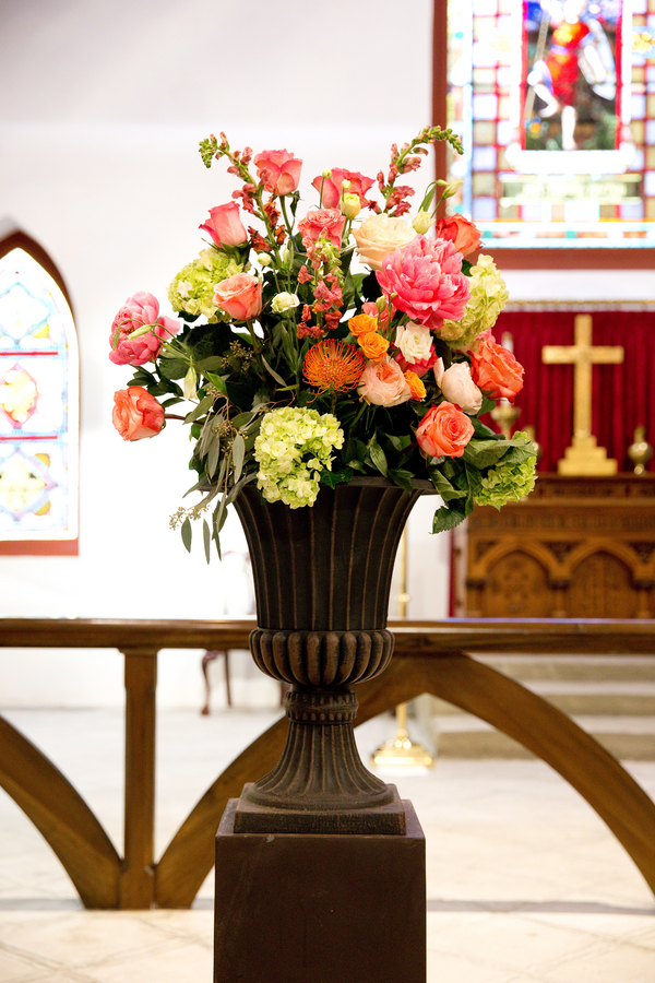 St. Luke's Chapel wedding ceremony flowers by Charleston Flower Market