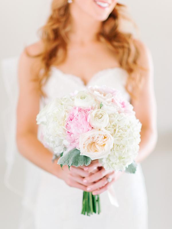 Debordieu Club wedding bouquet in Georgetown, SC by Pasha Belman Photography