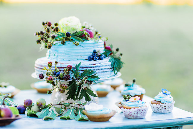 DIY Naked wedding cake with berries and garden roses by Myrtle Beach wedding photographer Corina Silva