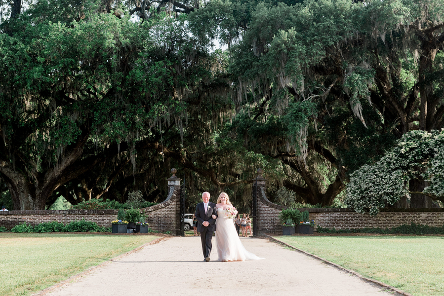 Father of the bride walking daughter down the aisle at Plantation wedding