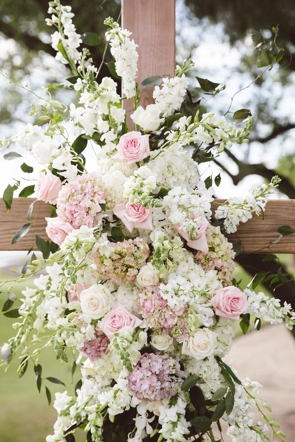 White hydrangea and blush rose ceremony flowers from Loluma
