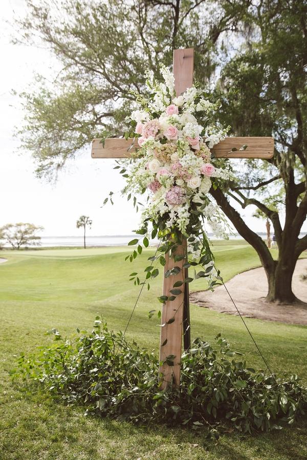 Ceremony wedding cross by Loluma