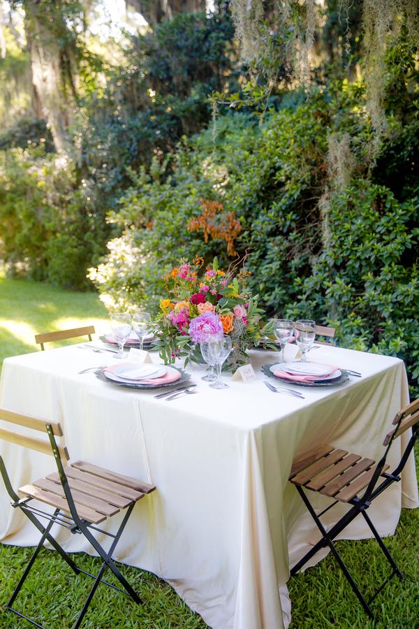 Colorful wedding inspiration at Magnolia Plantation and Gardens