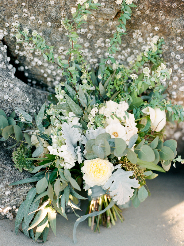 Organic bouquet by A to Zinnias  //  Savannah wedding photos by Dee Carlin Photography  //  on A Lowcountry Wedding Magazine & Blog