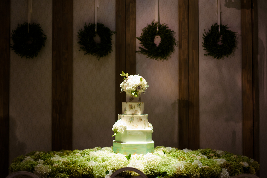 Five-tiered Minette Rushing Custom Cake at Palmetto Bluff  //  Hilton Head Island wedding photos by Donna Von Bruening  //  A Lowcountry Wedding Magazine & Blog