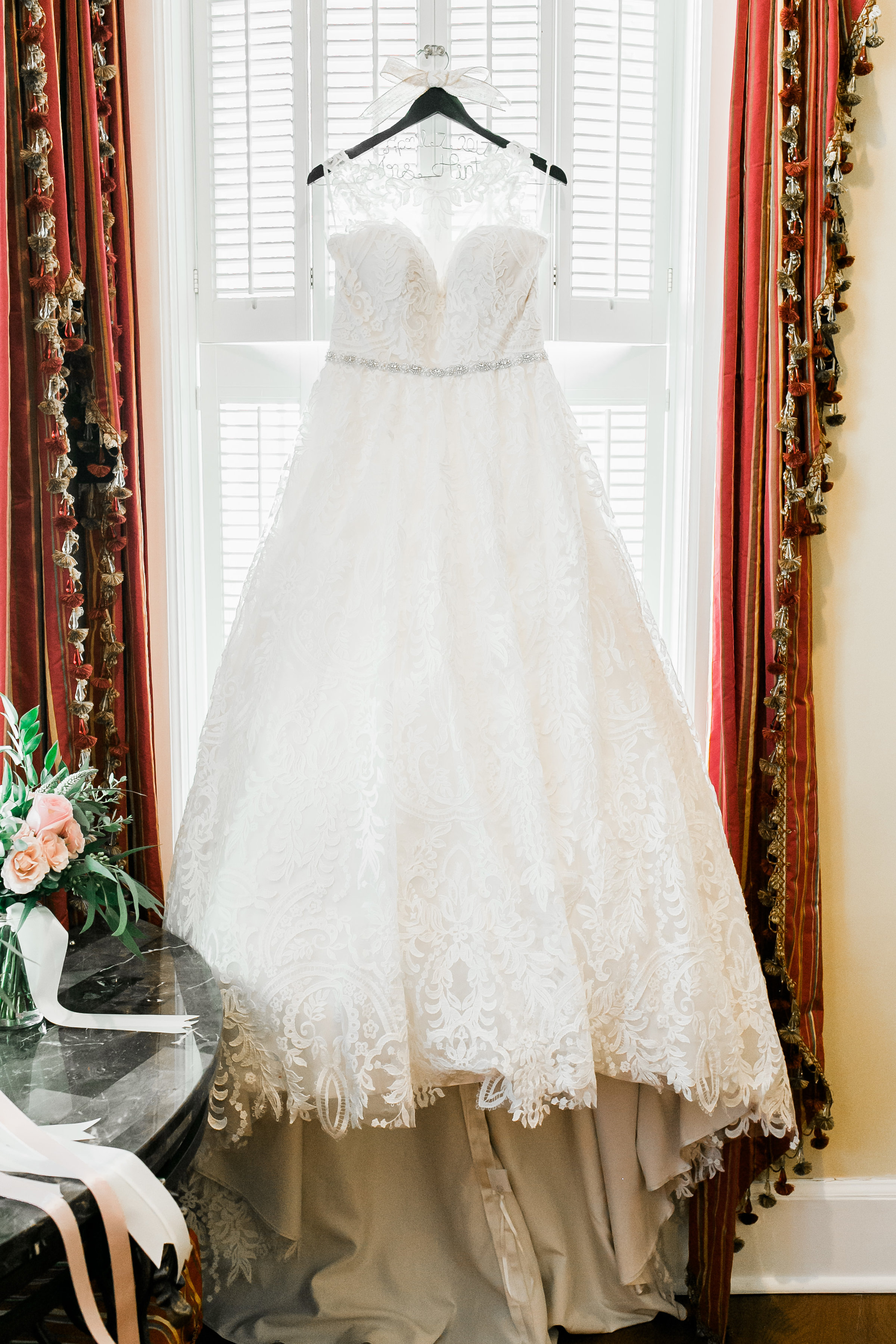 Savannah Bride's Lace wedding dress  //  photographed by JB Marie Photography  //  A Lowcountry Wedding Magazine