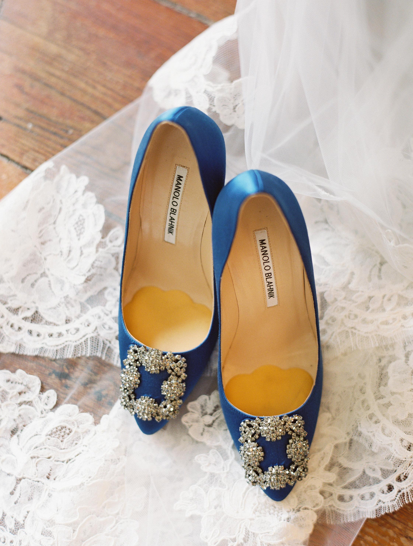 Blue Manolo Blahnik wedding shoes at Boone Hall Plantation  //  Wedding photography by Landon Jacob  //  A Lowcountry Wedding Magazine