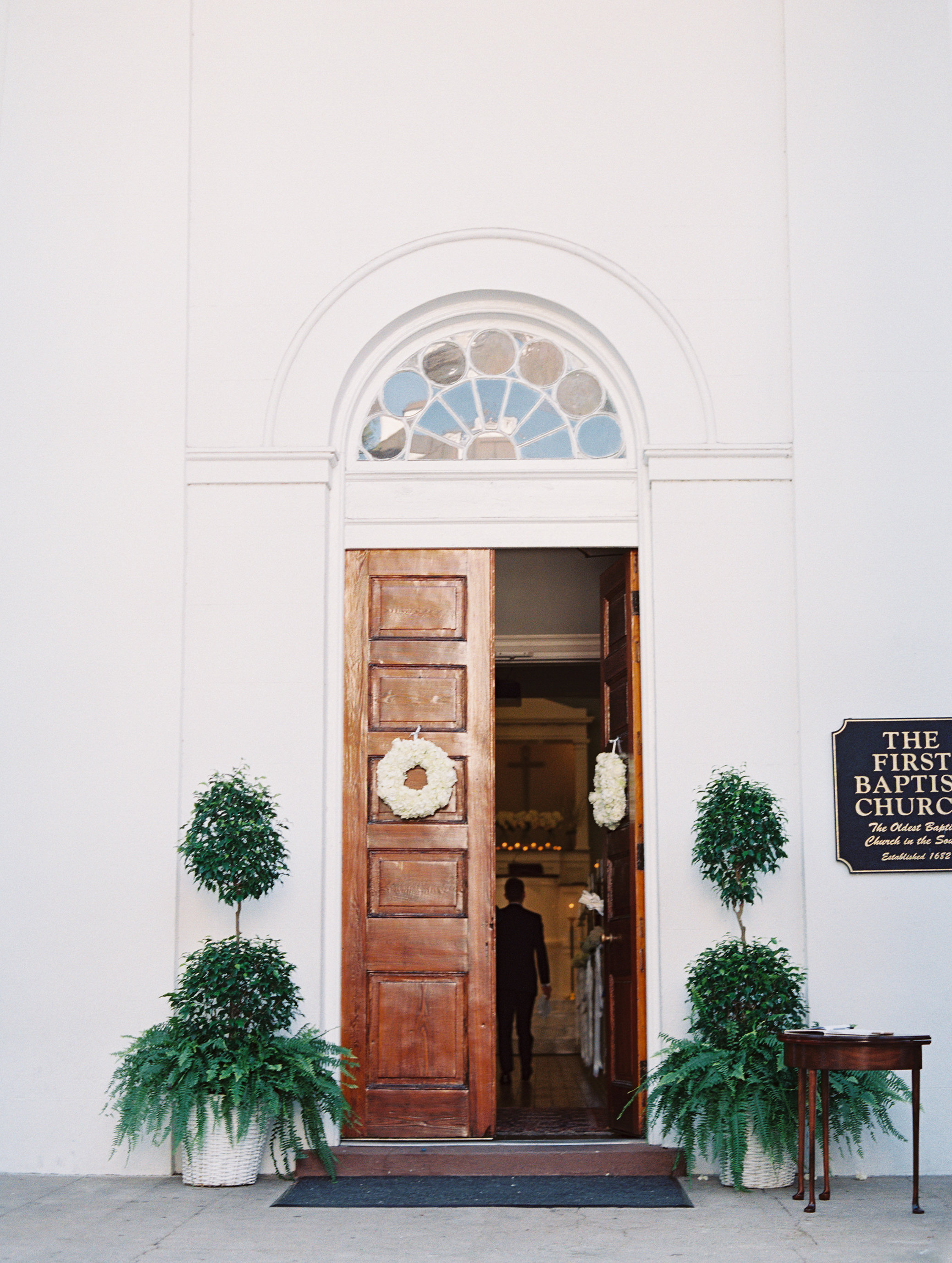 Ceremony at First Baptist Church of Charleston  //  Wedding photography by Landon Jacob  //  A Lowcountry Wedding Magazine