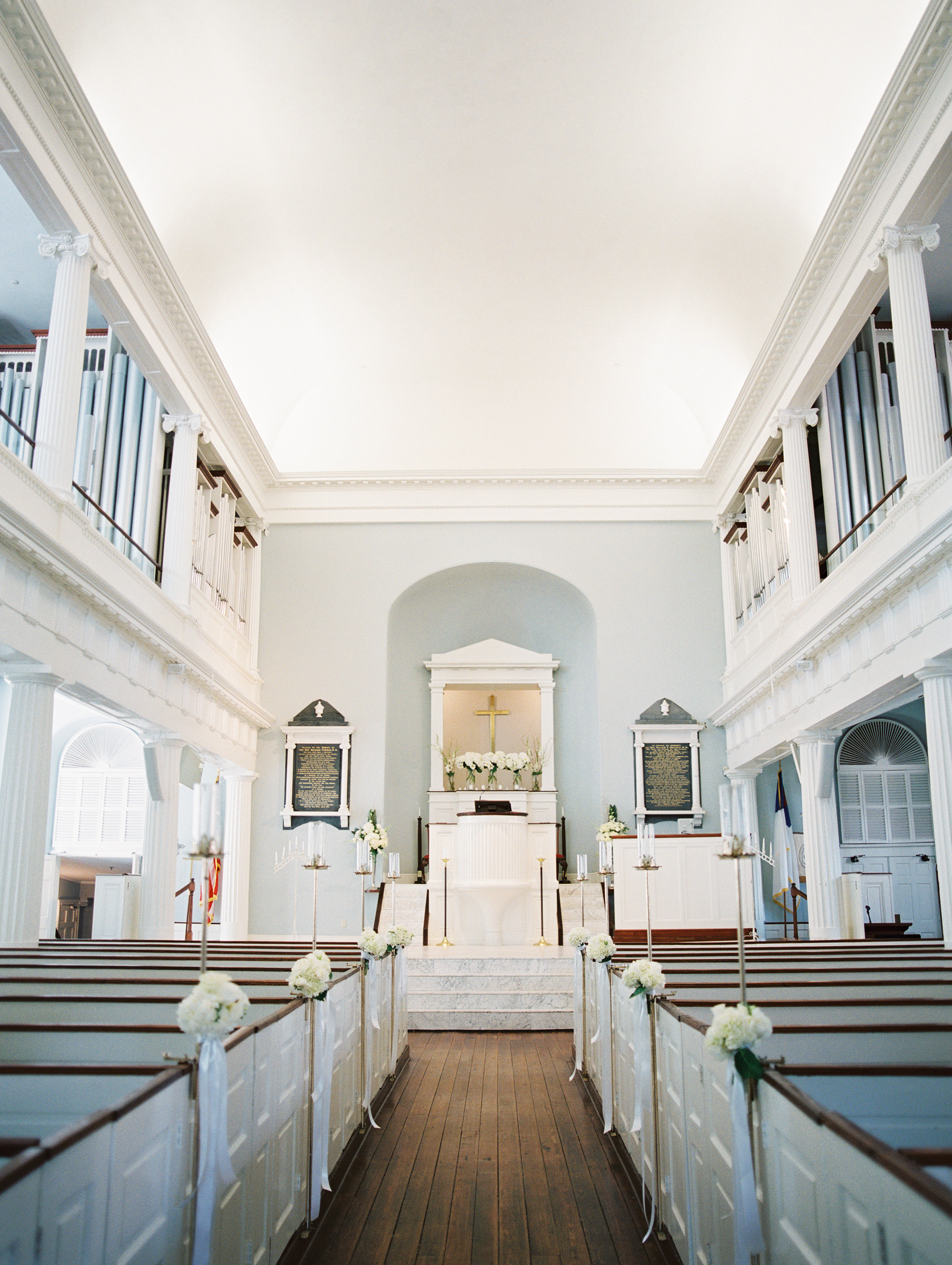 Wedding ceremony at the First Baptist Church of Charleston  //  photography by Landon Jacob  //  A Lowcountry Wedding Magazine