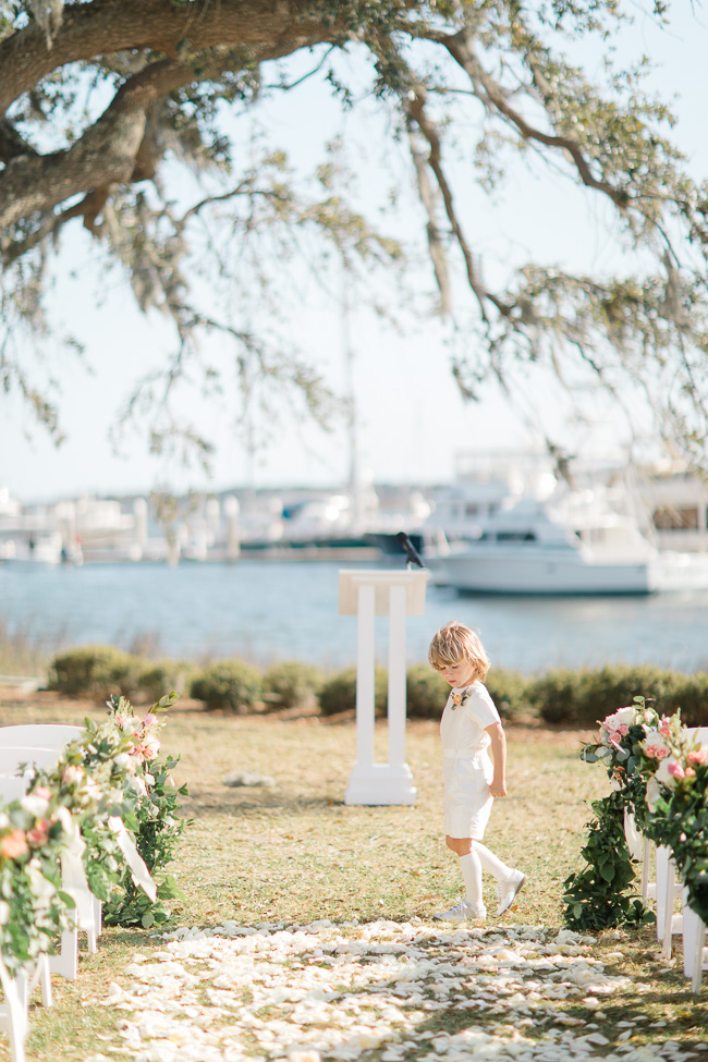 Outdoor wedding ceremony at Savannah Yacht Club
