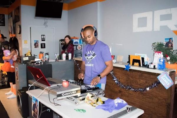 Deandre aka as DJ Serius, Crossfit open 2017- friday night lights