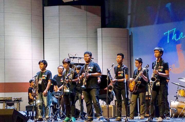 Combo 13 in concert