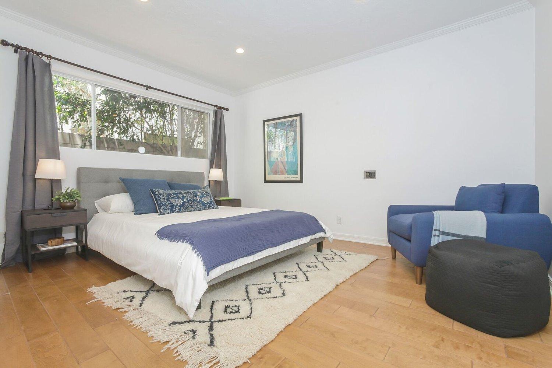 015-Bedroom-4402529-large.jpg