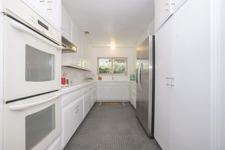 015-Kitchen-4443093-large.jpg