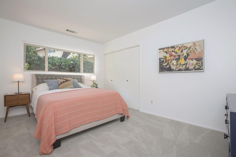 029-Bedroom-4443081-large.jpg