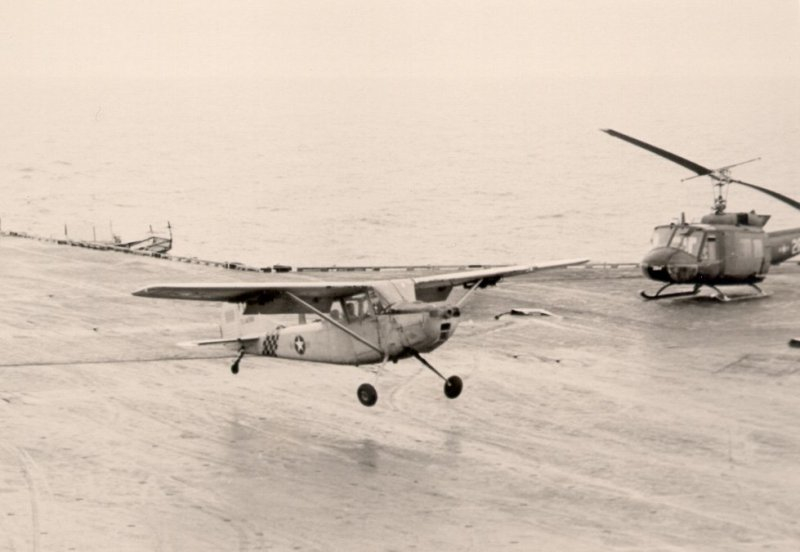 Major_Buang_lands_his_Cessna_O-1_on_USS_Midway