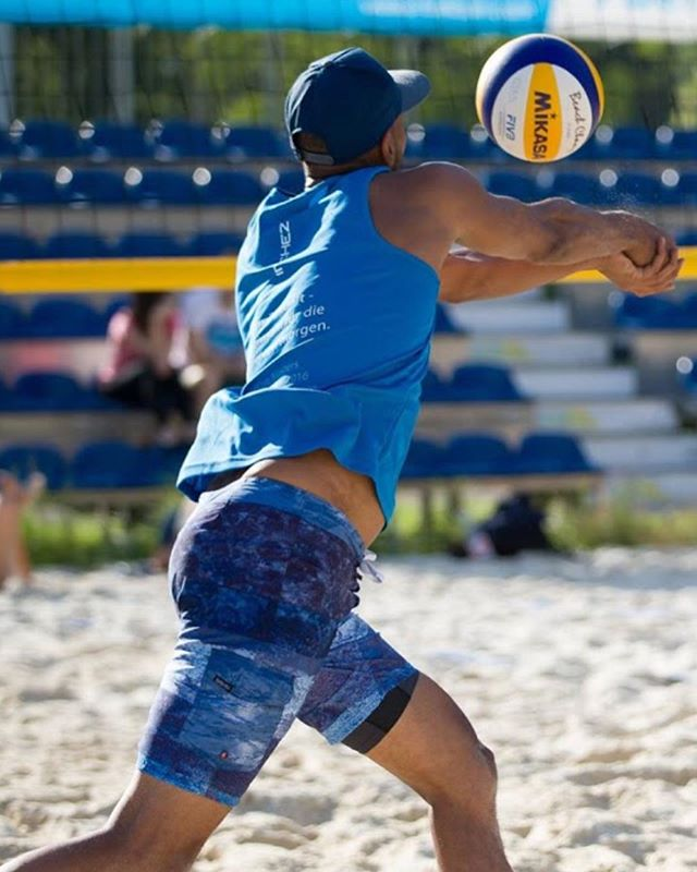 Beach partner needed for #kingofthebeach by @ibeach.gr / @volleyball.gr Sept 14/15th.... I have a single bed and/or couch for you if you need to fly into Athens ;) - #beachvolleyball #beachvolley #beachvolleybal ? 😅 #greekvolley #greece #greece🇬🇷 #platform1440 #avp