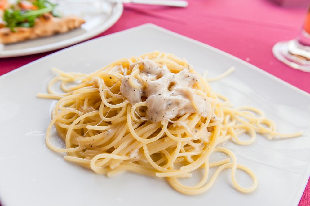 Cacio e pepe (aka black pepper spaghetti)
